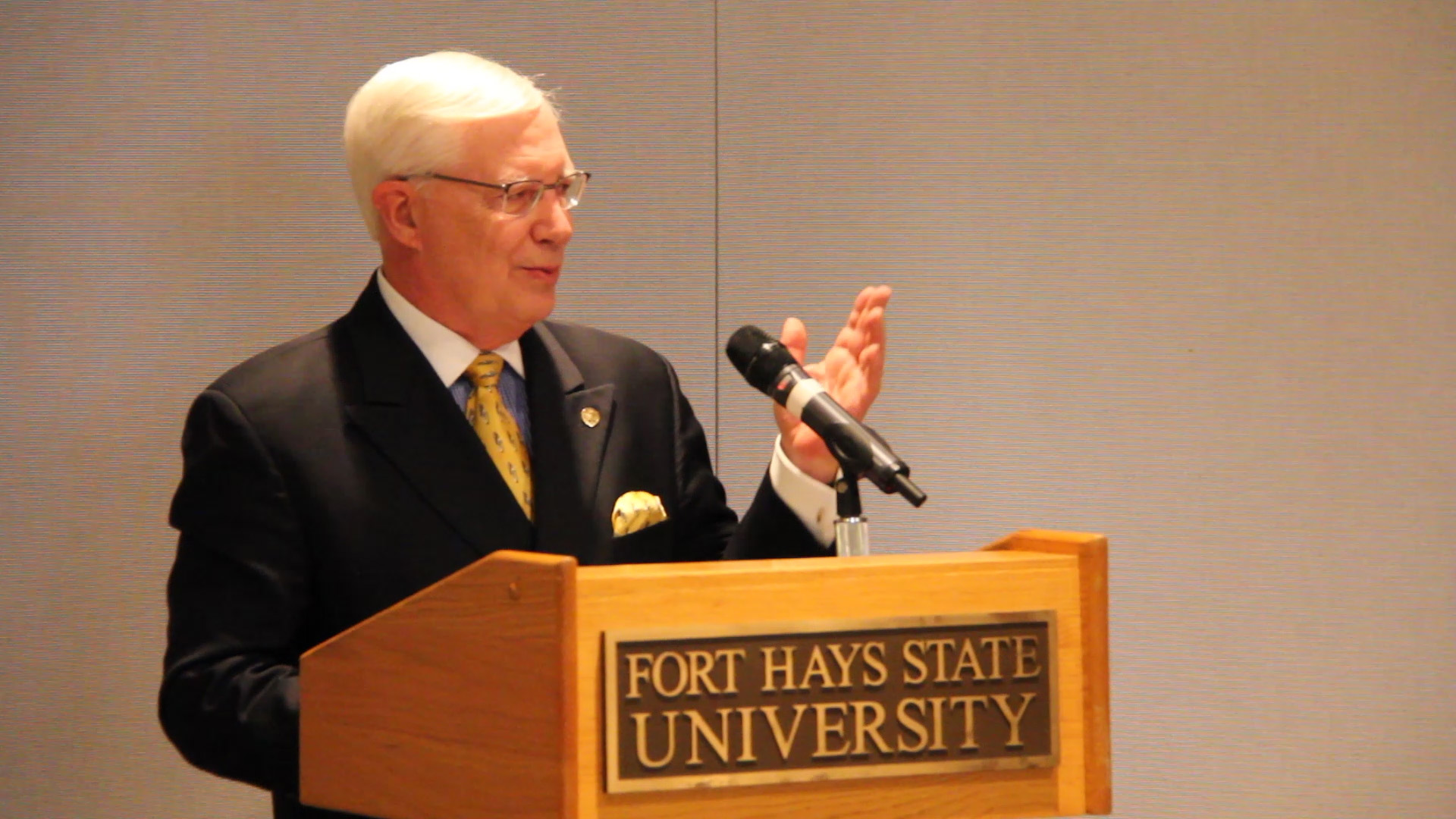 President Edward Hammond announces his retirement at the end of the academic year